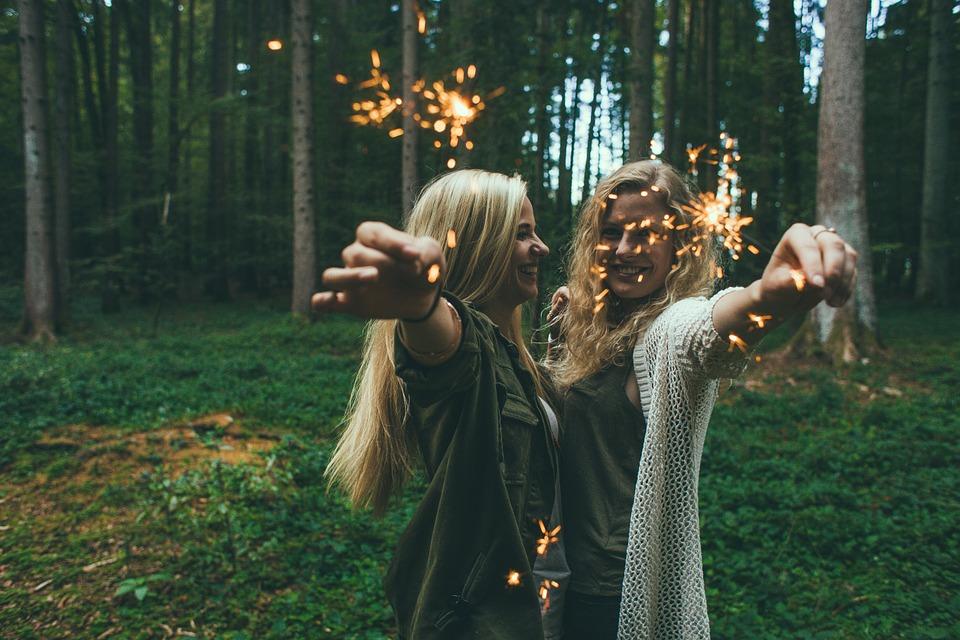 happy-girls-sparklers