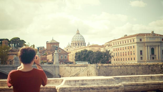 The College Student's Guide to Cheap Travel