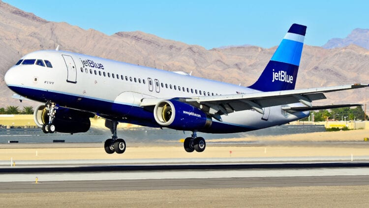 JetBlue To Begin Charging Bag Fees in 2015