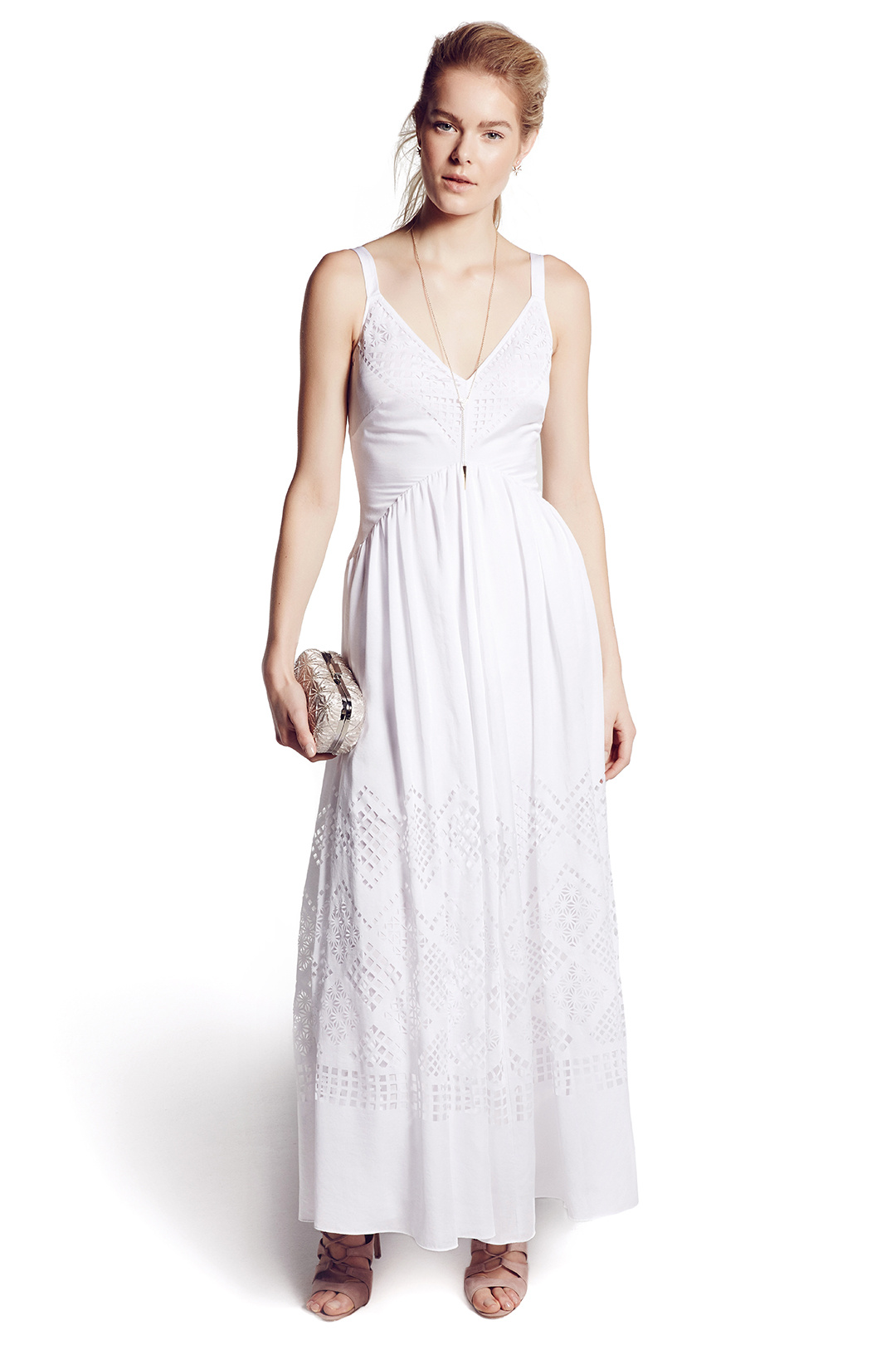 d866b1dd16cd I absolutely adore this look for a country bride. It s casual enough for  the outdoor setting