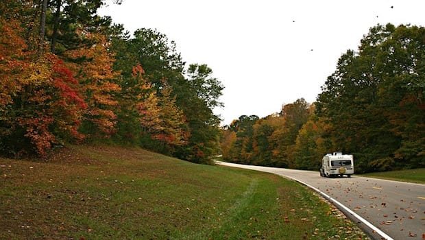 4 Thrifty Reasons Why Fall is the Best Season for Road Trips