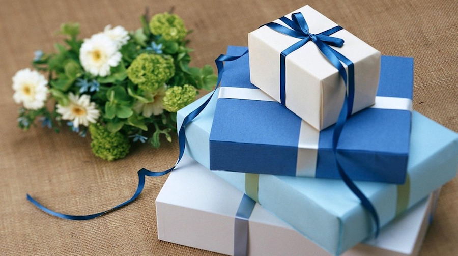 7 Ways to Turn Unwanted Wedding Gifts Into Cash