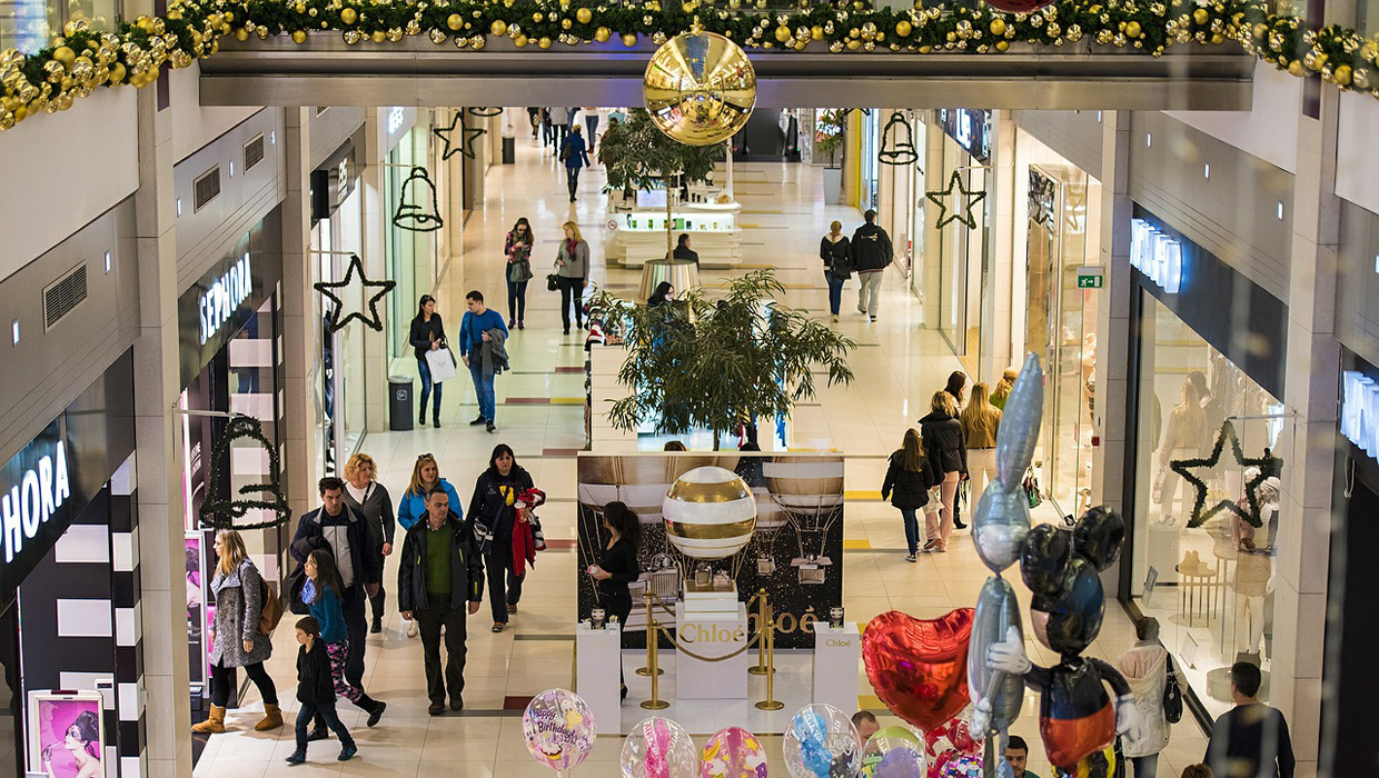 Mall shopping black friday holiday cover 1240x700