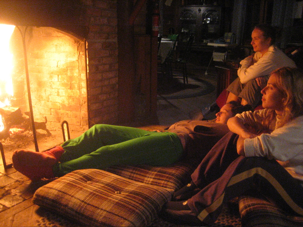 hygge-cozy-fireplace-friends