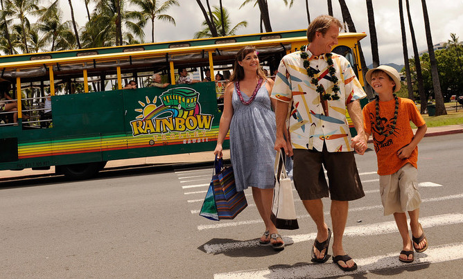 aulani-family-by-shopping-shuttle