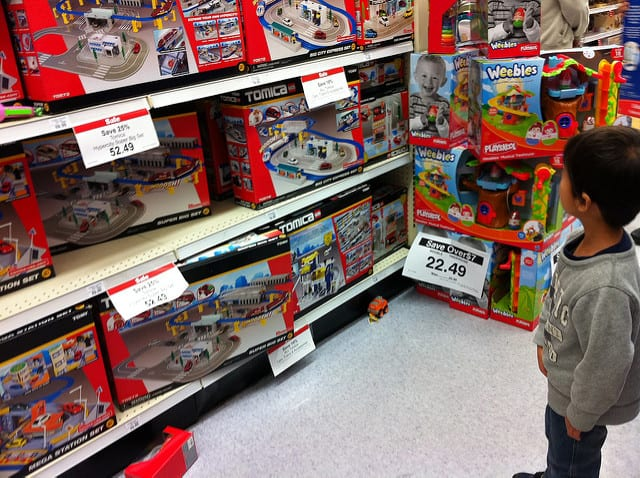 toys-r-us-shopping