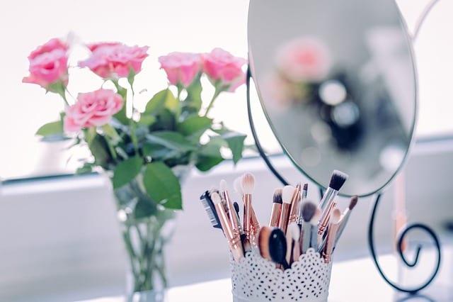 makeup-2589040_640