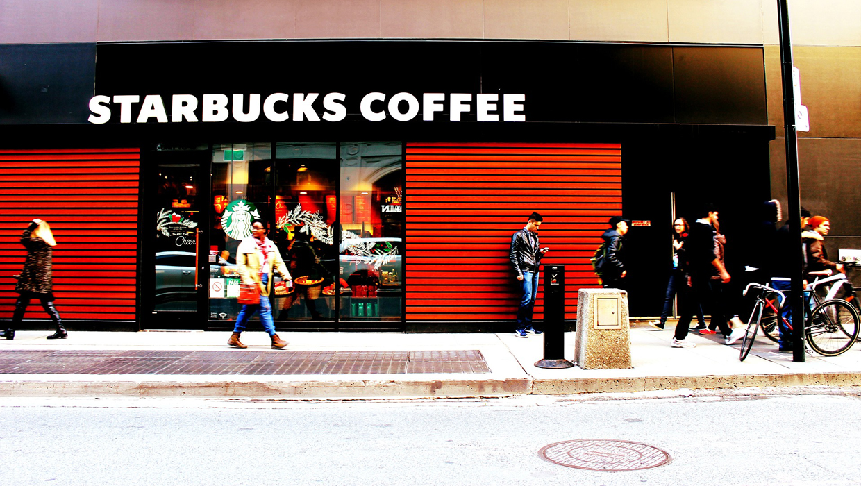 Maximizing the Starbucks Rewards Credit Card for Free Coffee