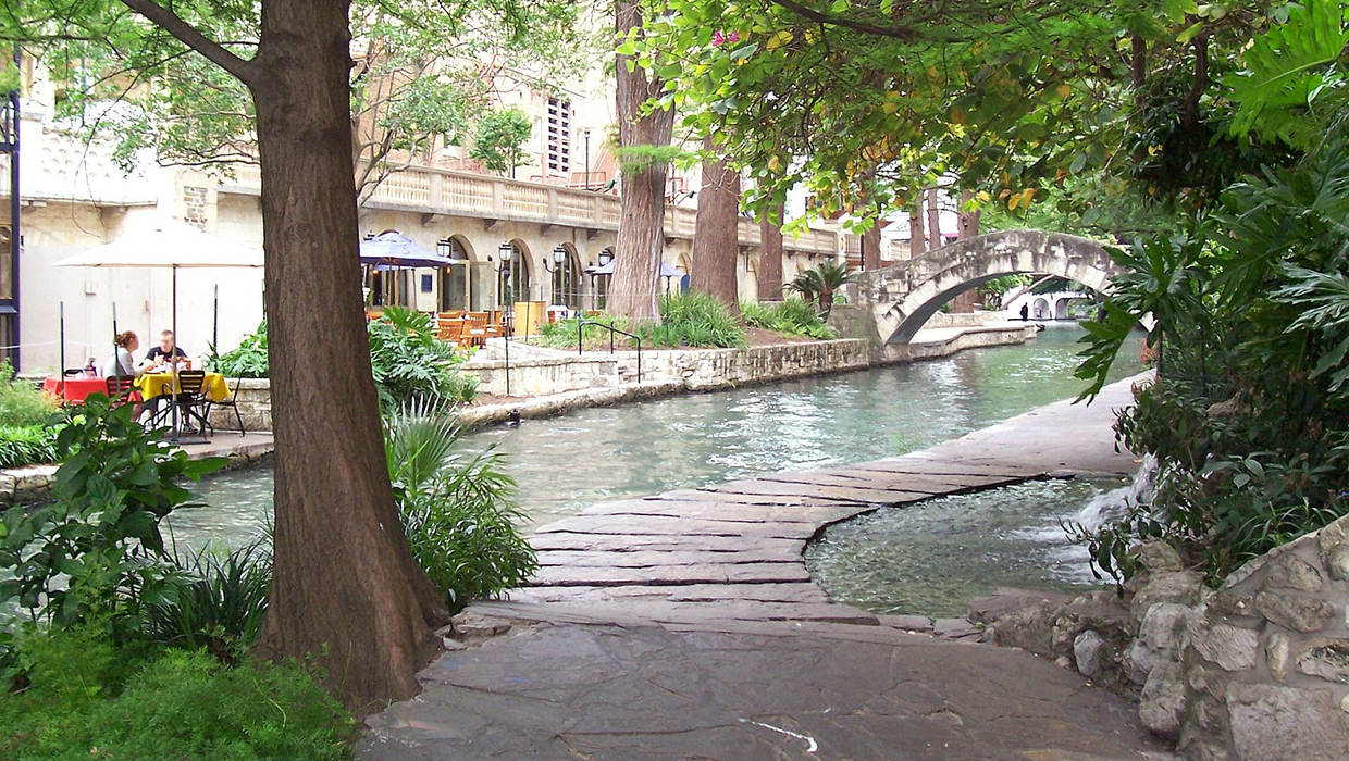 Cheap april vacations san antonio cover 1240x700