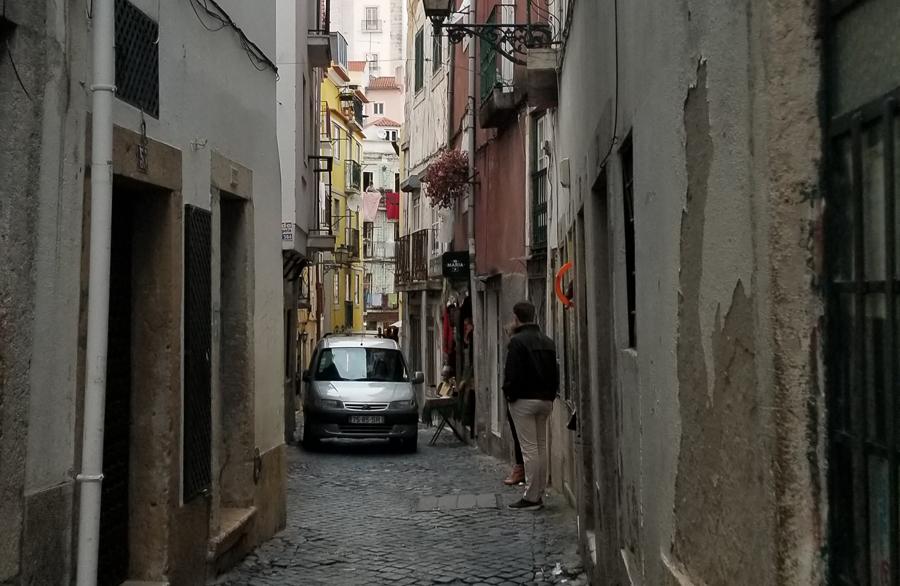 narrow-streets-lisbon