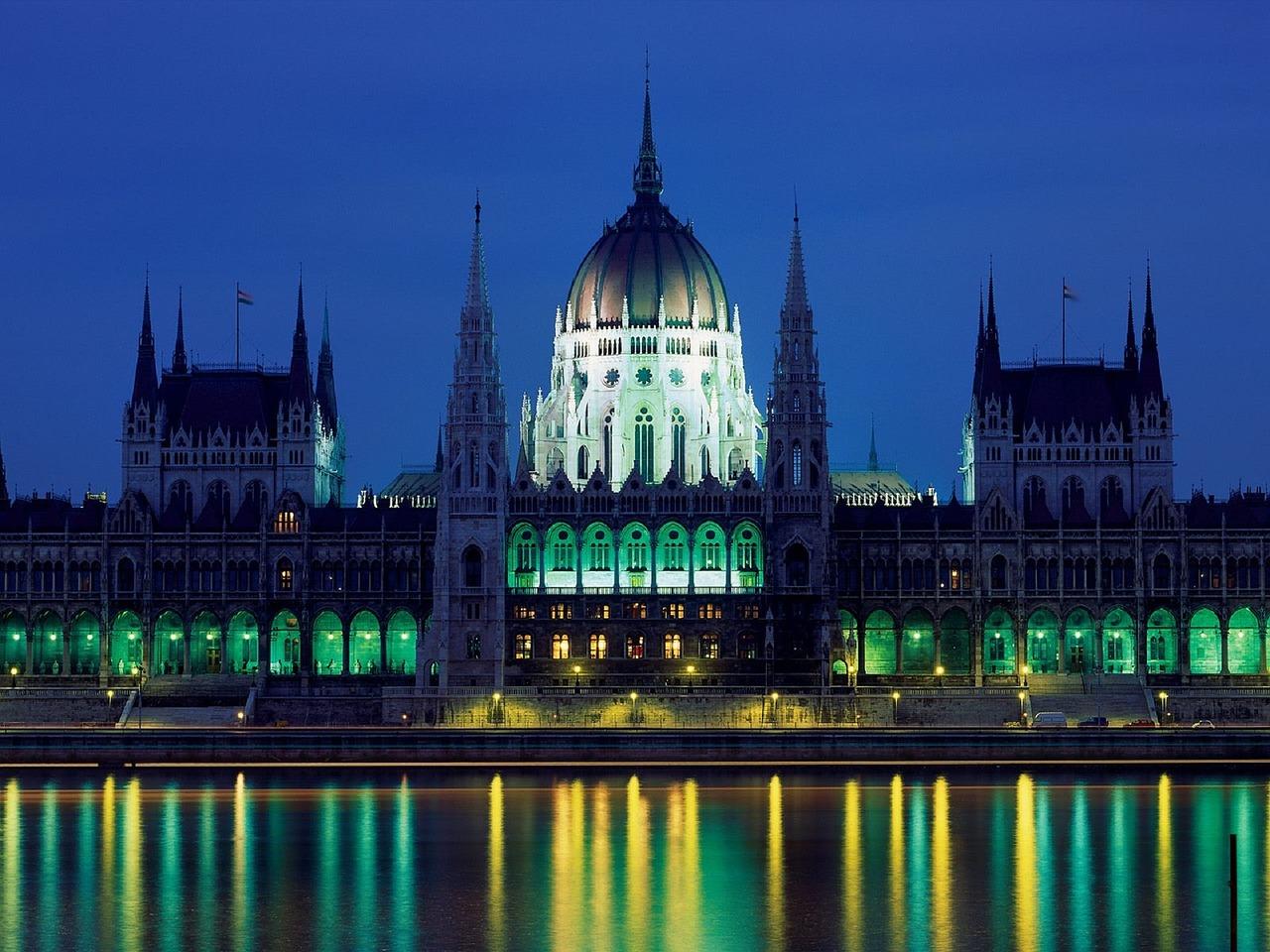 Flights to Europe, travel deals at Brads Deals, Parliament,