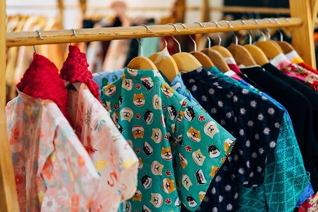 apparel retailers