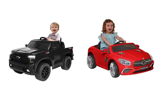 anak-anak mengendarai mobil