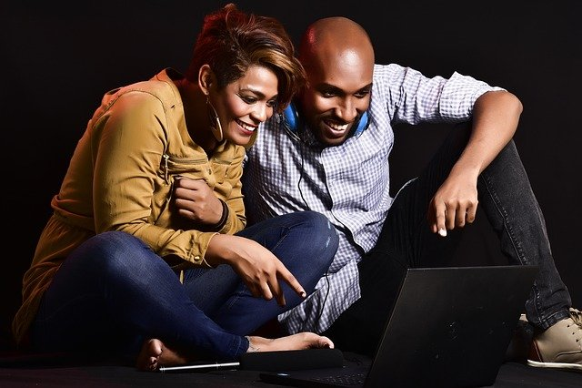 couple shopping on computer