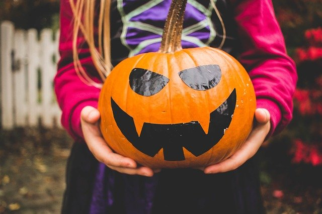 Halloween Costumes, Decorations & Party Items on a Budget